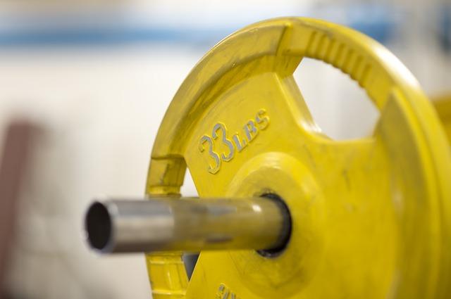 Słodycze źródłem białka? Baton proteinowy jako uzupełnienie diety siłacza!