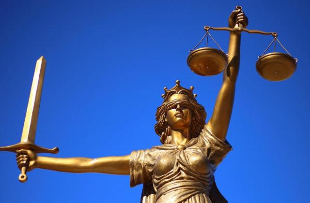 Z jakimi sprawami zgłaszamy się do adwokata?