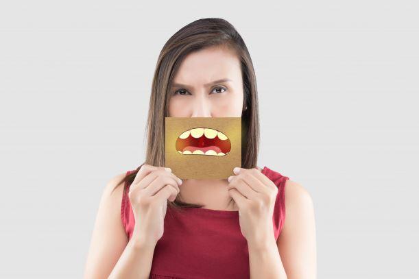 Jak pozbyć się brzydkiego zapachu z ust?