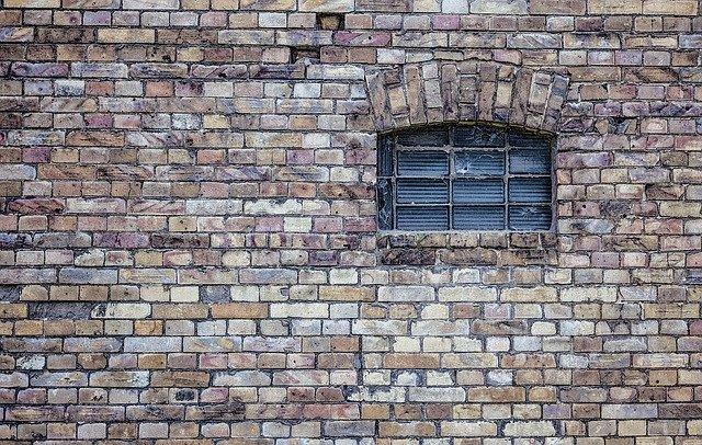 Osuszanie murów metodą iniekcji - na czym polega?
